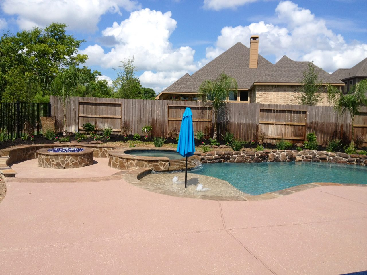 Lovelund pool and kitchen patio covers katy tx patio builder katy texas for Swimming pool builders katy tx